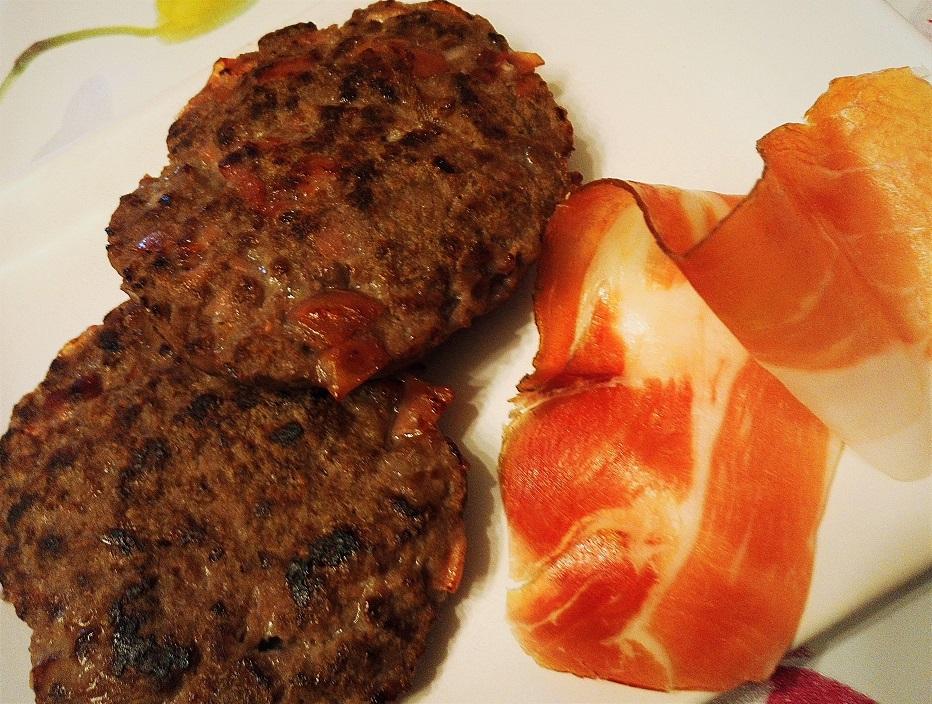 Hamburger Asiago e speck